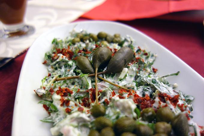 Corum-mutfagi-kaparili-ot-salatasi-mbcb